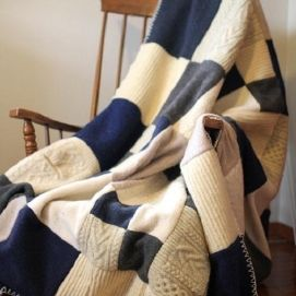 Плед из старых свитеров