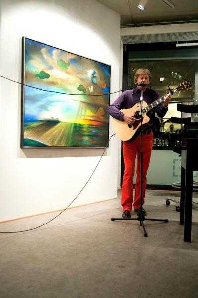 9. februar åpnet vi utstillingen Elling Reitan - Selected. Kunstneren var tilstede på åpningen og gledet oss med tolkning av Bob Dylan på gitar og munnspill!