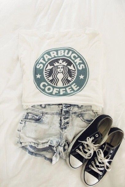 Image issue du site Web http://picture-cdn.wheretoget.it/7nwqjp-l-610x610-t+shirt-style-outfit-cute+outfits-swag-white-girl-coffee-starbucks-tops-jean-shorts-shoes-shirt-tank-bag.jpg