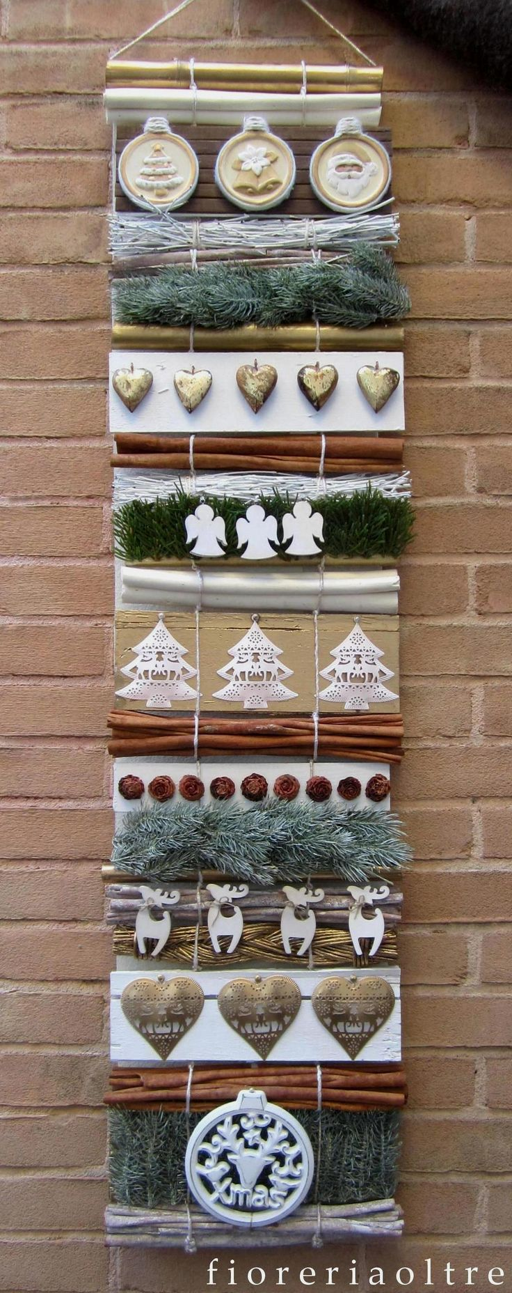 Fioreria Oltre/ Christmas hanging arrangement