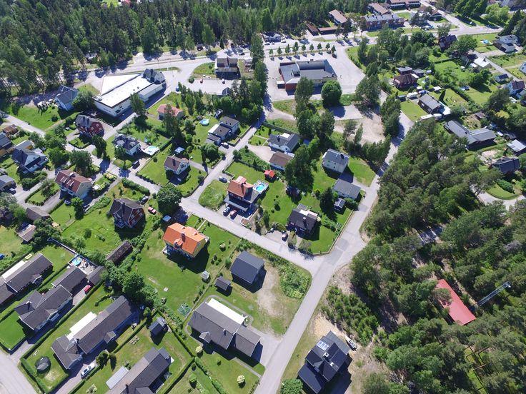 Järbo i Gästrikland från luften. Längst upp till vänster ser man ICA affären.