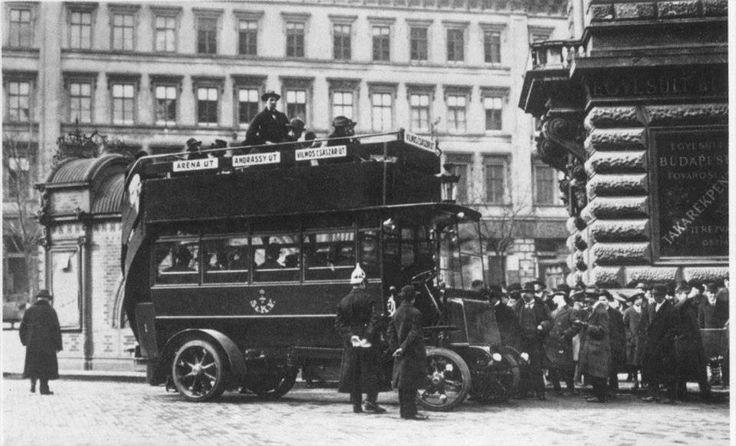 Az első autóbusz az Andrássy úton 1915