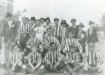 El Club Deportivo Guadalajara nace el 8 de mayo de 1906.