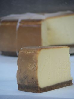Easy to make and just the right size - mini cheesecakes. Step by step how to make mini cheesecakes.