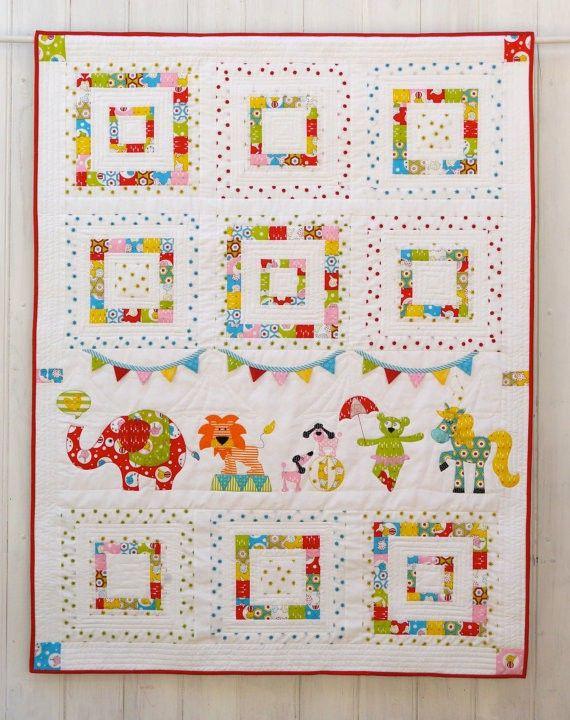 Dit schattige patroon is een applicatie quilt geschikt voor een kinderbed dekbed, om aan de muur te hangen of als vloerkleed.