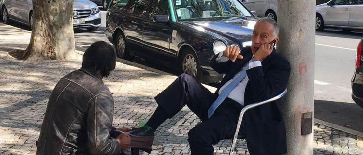 Noticias ao Minuto - Marcelo a engraxar sapatos. A fotografia que se tornou viral