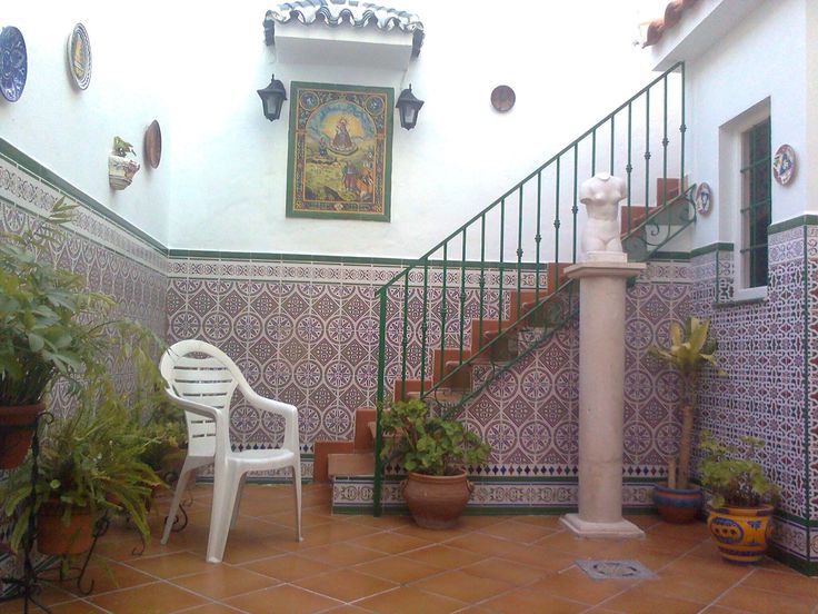 Azulejos patio andaluz zcalo realizado a medida with for Azulejos para patios interiores
