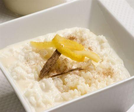 Arroz con leche: es un postre perfecto, tanto si os quedáis con hambre después de comer, o si os apetece un dulce consistente para merendar. Esta receta tradicional os va a encantar.   http://www.chefplus.es/receta/arroz-con-leche