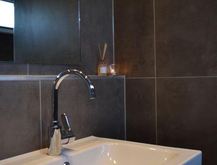 Detail van de nieuwe badkamer op de bovenverdieping. Moooi:) www.vakantiewoninginfrankrijk.com
