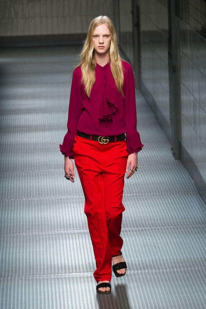 Intereting color mix by Gucci = Milan Fashion Week: Gucci Tawarkan Gaya Kutu Buku yang Sensual