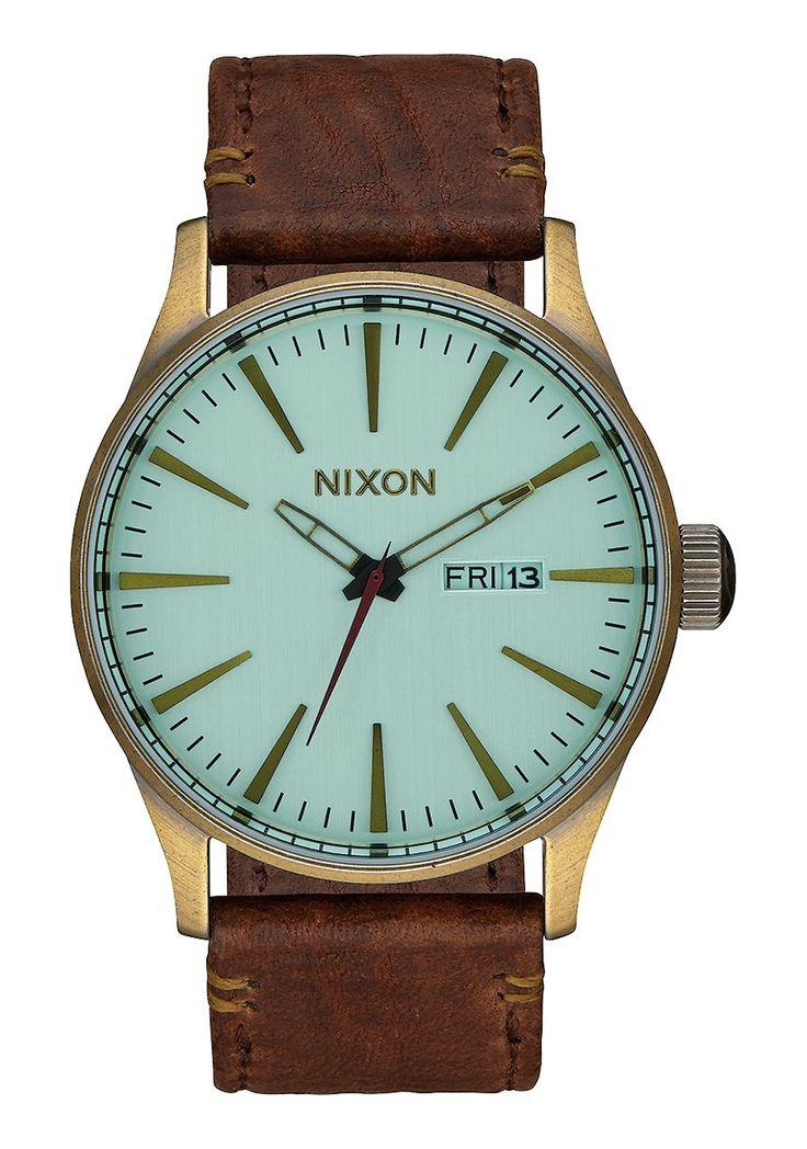 http://www.nixon.com/de/de/sentry-leather/A105.html?dwvar_A105_size=00