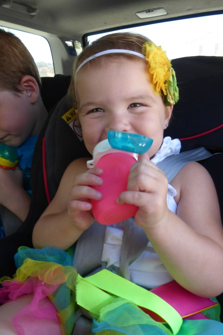 Baby food pouch, reusable food pouch, homemade baby food pouch. No spill! No mess! Squeasy Snacker reusable silicone food pouch. Easy feeding on the go! A must have for parents! http://www.squeasygear.com