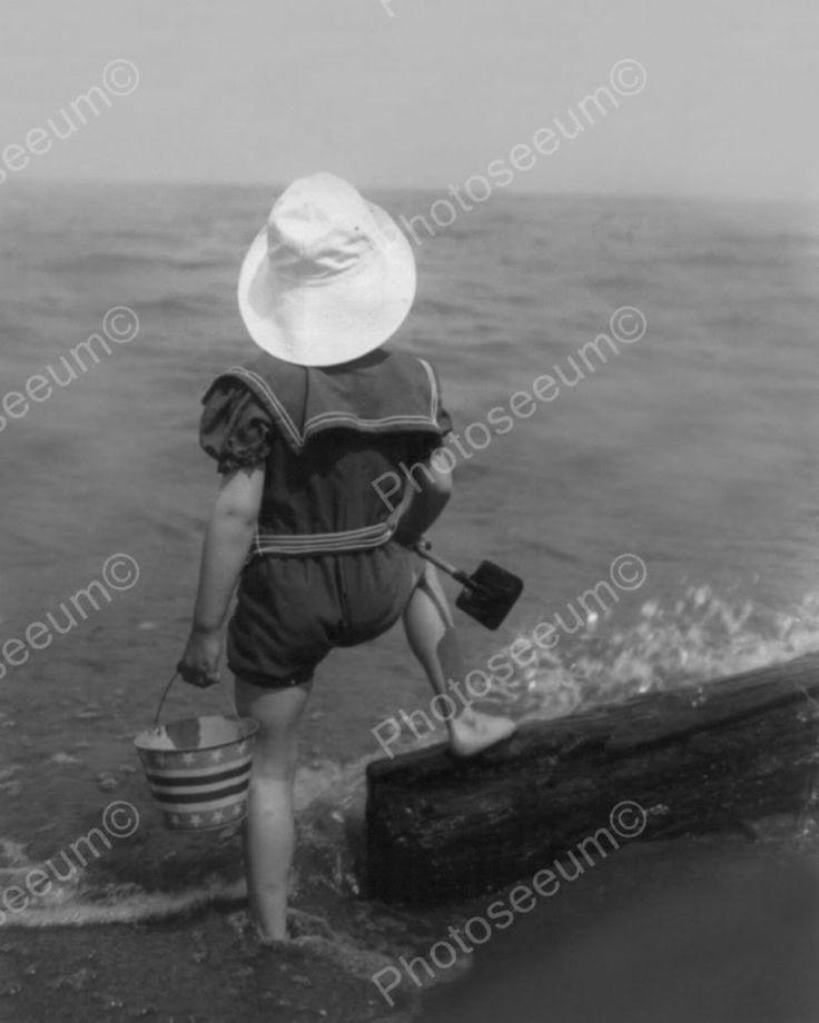 Kind im Matrosenanzug an der Küste der 1920er Jahre 8 x 10 Nachdruck des alten Fotos