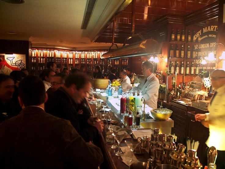 Dry martini bar wine drink beer cocktails barcelona spain