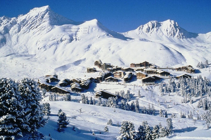 Belle Plagne has a traditional Savoie appearance and a warm friendly nature. The Belle Plagne village is an attractive place, recently built using local building materials. This La Plagne ski resort also benefits from entire underground parking. Belle Plagne is home to the biggest terrain park of La Plagne.
