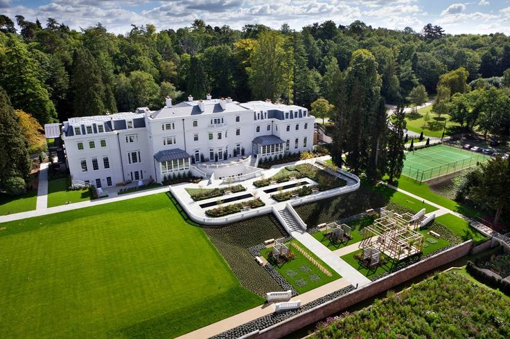 Coworth Park sits on 240 acres of parkland, this upscale hotel spread over a Georgian manor house and its out-buildings, is 2.1 miles from Windsor Great Park and 3.3 miles from Royal Ascot Golf Club.