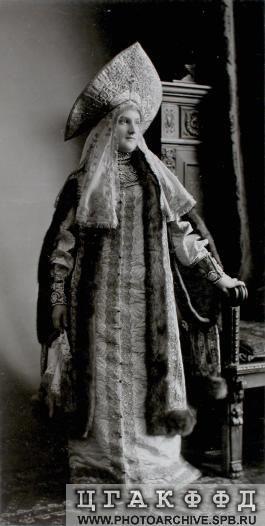 Княгиня А.В.Щербатова, урожденная княжна Барятинская, в костюме боярыни XVII века.