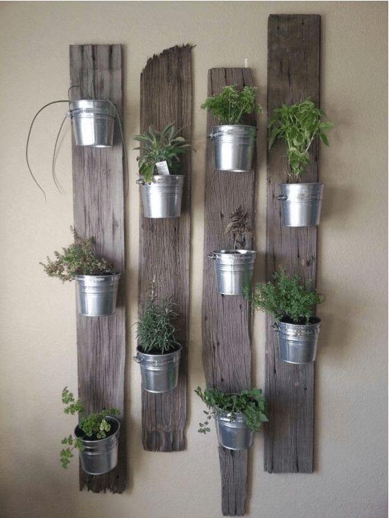 Nella tua casa c'è un dettaglio che manca: le pareti verticali verdi. Puoi farle dove vuoi, usando solo materiali di riciclo!