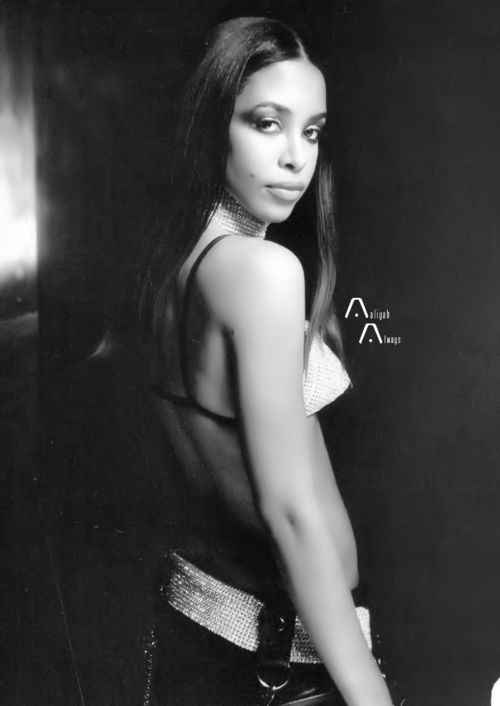 This is one of my favorite picture of Aaliyah.
