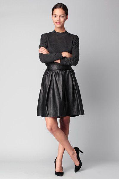 http://www.monshowroom.com/fr/zoom/yas/jupe-noire-cuir-randi/219510