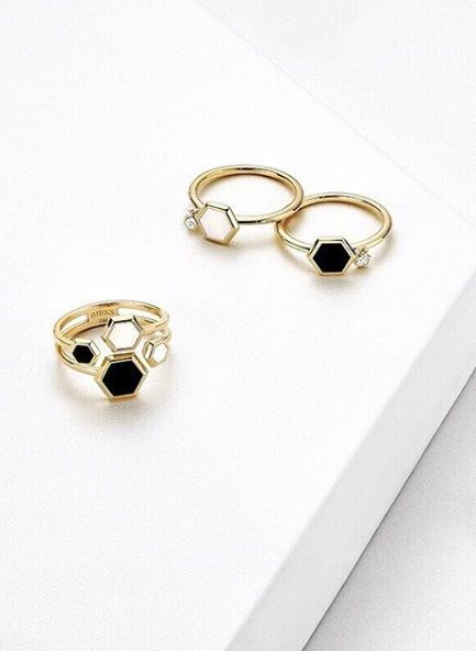 Black onyx, mother-of-pearl, or both? Choose the Birks Bee Chic ring that best suits your style and adds oomph to your day. Bee colonies are experiencing a global decline due to parasites, pesticides, viruses and environmental changes. In partnership with Alvéole, the Birks for Bees campaign supports the preservation and protection of honey bees.