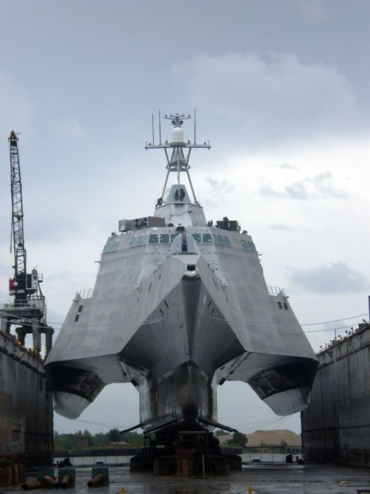 """aber-flyingtiger: """" sandokanworld: """"  USS Independence LCS-2  """" Well I did not expect that hullform """""""