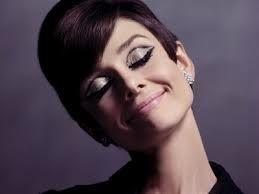 Como Maquillarse como en los Años 60 - Para Más Información Ingresa en: http://formasdemaquillarse.com/como-maquillarse-como-en-los-anos-60/