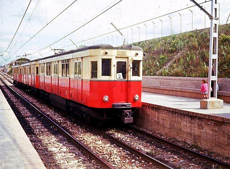 Ferrocarril Suburbano de Carabanchel: estación de Empalme Tren formado por tres coches entrando en la estación de Empalme del antiguo Ferrocarril Suburbano de Carabanchel. Tramo perteneciente en la actualidad a la línea 5 del metro de Madrid.