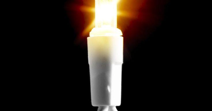 Como ligar um interruptor e uma bateria a uma luz de Natal