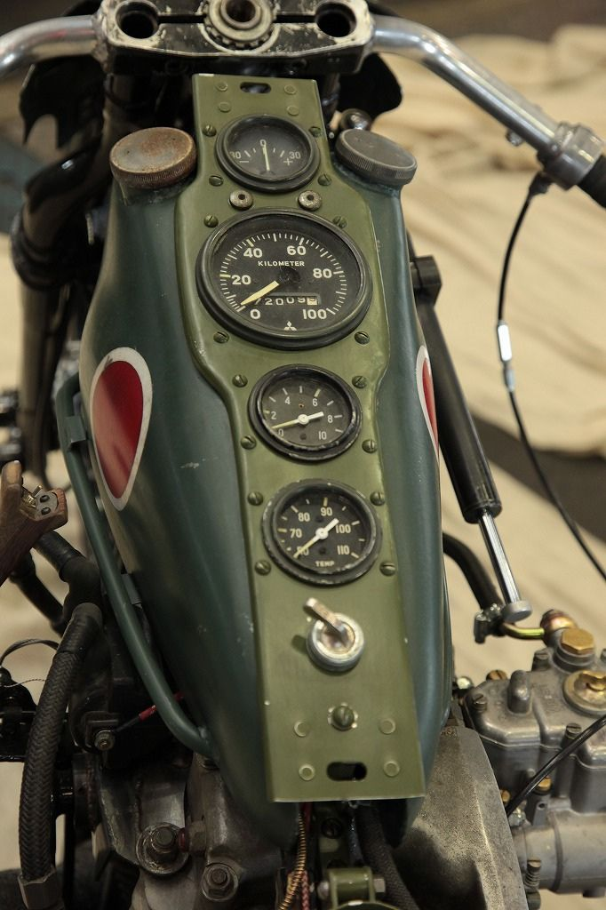 Japanese zero looking Cafe Racer motorcycle - Awesome! ゼロ戦がモチーフとは・・許せるけど。