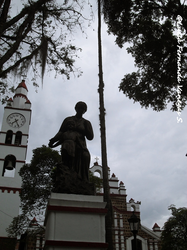 Monumento a la Madre (Copacabana - Antioquia) Colombia.