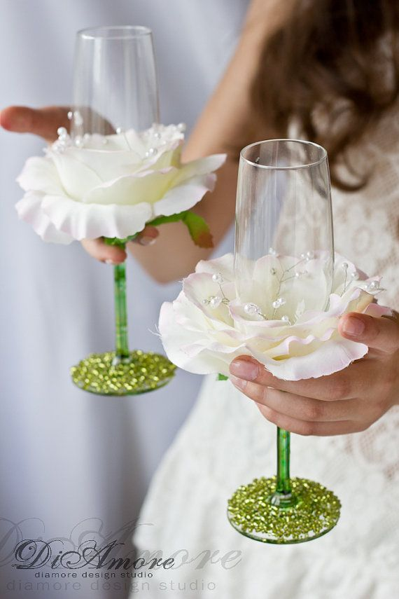 Ivory and Lime Wedding Champagne glasses/ Handmade flower toasting flutes/personalized wedding glasses/2pcs/
