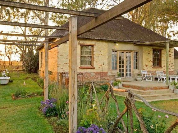Dalmore Guest Farm B&B accommodation near Winterton & Central Drakensberg, Kwazulu Natal. Dalmore Guest Farm is an intimate, family-friendly destination offering cosy bed and breakfast and self-catering accommodation.