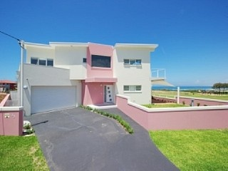 http://www.homeaway.com.au/holiday-rental/p404965593 Three bedroom, two storey home right at Birubi Beach #nsw