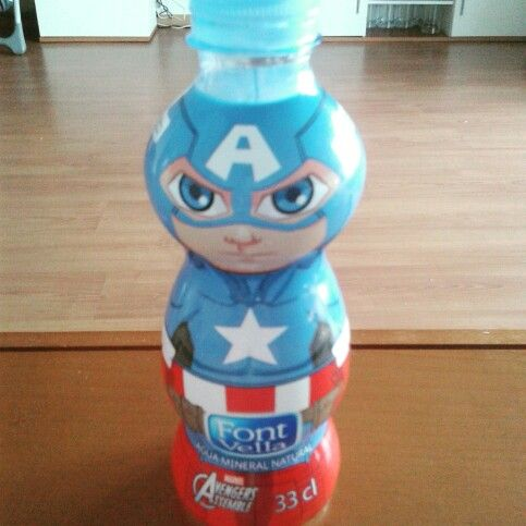 Colección de botellas de agua de los Vengadores.