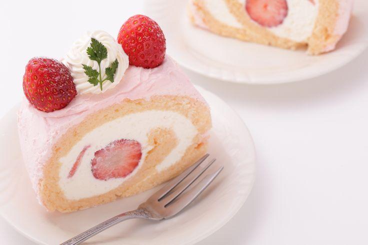 Sweet Strawberry Swiss Roll