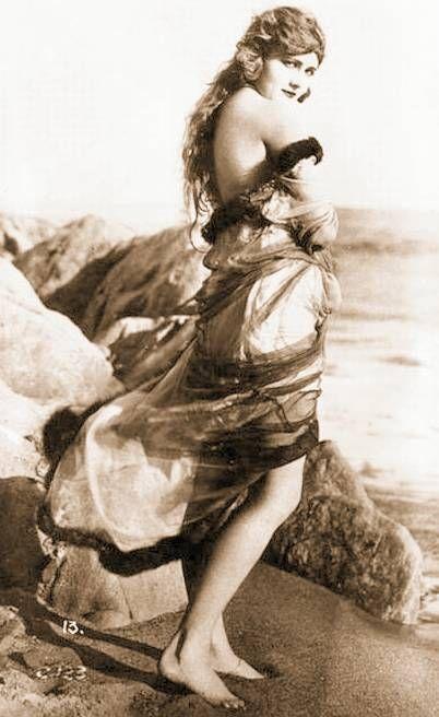 Vintage erotica photo 17