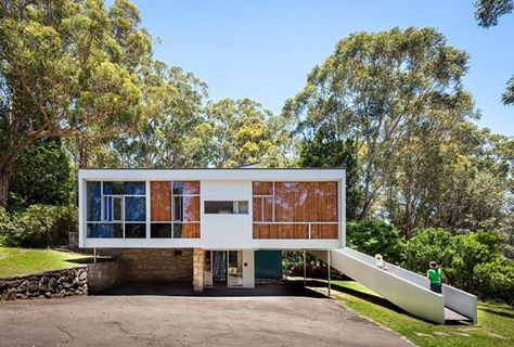 Discover one of the most exquisite examples of Mid-century Modern Australian architecture clicking on the image