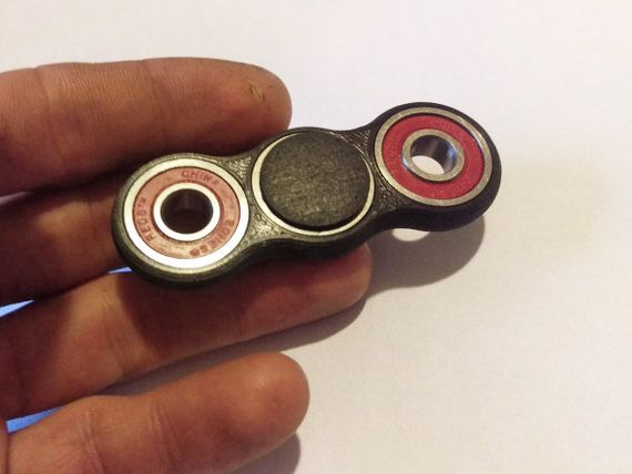 Plastic Bi-Spinner - Fidget spinner - Wikipedia, la enciclopedia libre