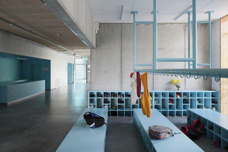 Grün Für Musik, Blau Für Kunst   Doppelschule In Lettland Von MADE  Arhitekti | Colour   School Interior | Pinterest | Lettland, Grün Und Blau