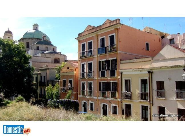 For sale: single family home 130 m 2 , 4 rooms, 2.0 bath.. In the historic district Stampace in Cagliari, in Via Fara, an independent townhouse that stands out for its great ...