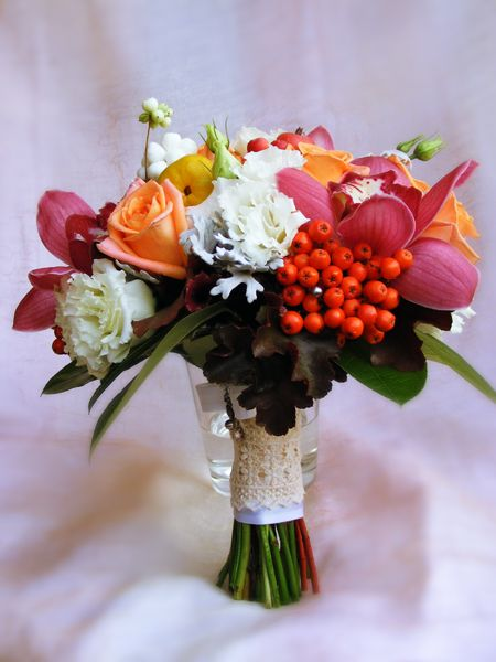 autumn semicolour wedding bouquet with berries