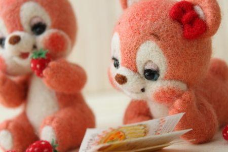 いちご大好き twin bears   Needle felted teddy bears