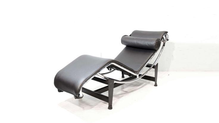 LC4シェーズロングチェア。1929年のサロン・ドートンヌで発表され「休養の為の機械」とル・コルビュジエが呼んだ寝椅子。ル・コルビュジェ、ピエール・ジャンヌレ、シャルロット・ペリアンの3人による共同デザインの作品です。「コルビジェの建築のコンセプトを元に導かれた形」「休息椅子としての機能性」「装飾主義から抜け出し「設備」としての家具」というような要素を満たすものとして生み出された普遍の美しさを持つデザイナーズチェアです。綿密にデザインされた背のカーブと、弓形のパイプをずらすことによって寝る角度を自由に変えられることで、素晴らしい座り心地をもたらします。独創的かつ革新的でありながら優美なラインを持つこの作品は世界一有名な寝椅子といわれており、LC4 シェーズロングが住宅やマンションに置かれる事により、空間全体のデザイン性のレベルがあげモダンなインテリアの原点として20世紀を代表するマスターピースのひとつです。是非この機会にいかがでしょうか。≪ル・コルビジェ / Le Corbusier (1887~1965)≫1887年スイスで誕生。…