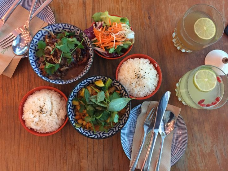 Gesund und lecker essen im Glockenbachviertel in München! Bei Fei Scho, einem Vietnamese mit Imbissbuden-Charakter kommen duftende Currys und Glücksrollen auf den Tisch! Mehr dazu gibt es auf dem Blog!