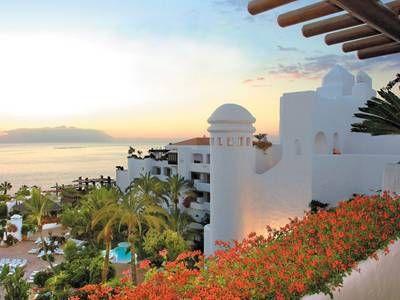 Bij RIU Palace Tenerife hebben ze 110% oog voor detail en aan werkelijk alles is gedacht! Laat je in de watten leggen door service uit het hart. Dobberend in het infinity-zwembad kijk je uit over de pier en het onlangs aangelegde strand. De hoge kwaliteit van eten en drinken zal je verbazen. Kroonluchters in het restaurant, en champagne bij je ontbijt. Flatscreens in de grote kamers en badkamers met regendouche. Dat zijn de details waar RIU om bekend staat. Je voelt je echt welkom en…