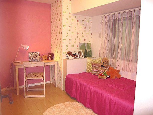 大好きピンク♪ ピンクのトーンを合わせて、 クロスやレースのカーテンにも、 アクセントカラーに。