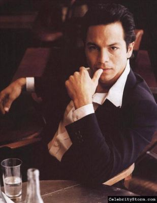 Google Image Result for http://images2.fanpop.com/images/photos/3600000/Benjamin-Bratt-benjamin-bratt-3686701-309-400.jpg