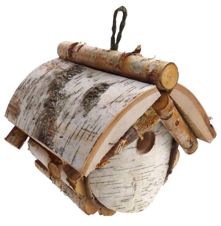 Budka lęgowa to specjalnie przygotowana konstrukcja, wykonana z drewna i przeznaczona na gniazda, głównie dla ptaków. Budki lęgowe służą ochronie gatunkowej, sprzyjają bioróżnorodności, a wystawione w odpowiedniej ilości i proporcjach przywracają biorównowagę.