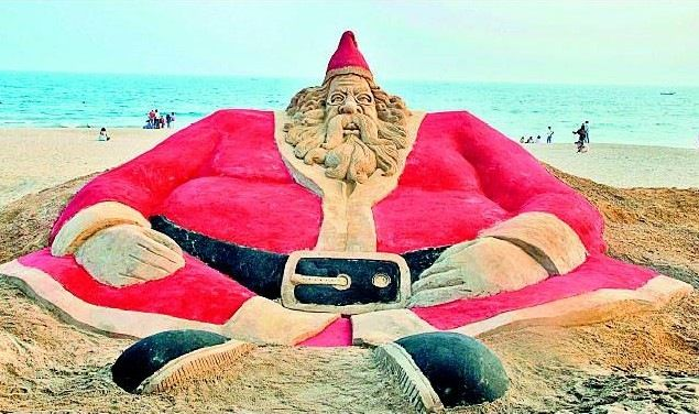Merry Christmas: Santa Claus on Golden Beach